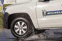 Pneu LTX Force, da Michelin: frenagem dois metros antes que os rivais