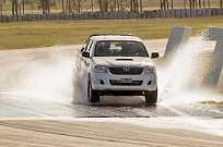 Graças à tecnologia, pneu é capaz de passar com segurança em trechos molhados a 85 km/h