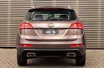 Já o design da traseira lembra o desenho de SUVs das Audi...