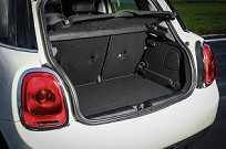 O porta-malas do Cooper 4p comporta 278 litros