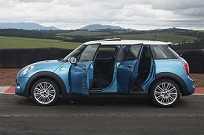 O modelo é o primeiro hatch quatro portas desenvolvido pela Mini