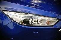 Faróis bi-xenon adaptativos ajustam a iluminação de acordo com a condição de rodagem