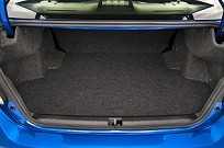 Apesar do caráter esportivo, o WRX também serve para a família. O porta-malas tem 460 litros