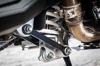 Suspensão traseira monoshoque WP com ajuste de pré-carga e amortecimento com retorno