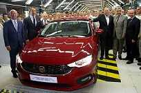 Fiat Egea na linha de produção na Turquia