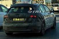 Flagra da versão hatch do novo Fiat Tipo na Europa
