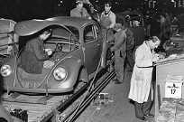 Linha de montagem do Fusca em 1945
