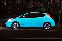 Nissan Leaf com pintura que brilha no escuro