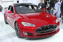 Impressionante! Este é o Tesla Model S P85D, um elétrico feito na California que gera 691 cv e mais de 90 kgfm de torque. Uau!