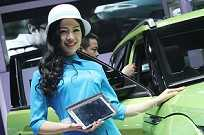 A modelo é original da China, assim como o Evoque Chingling X7 a seu lado, cópia feita pela marca chinesa Land Wind