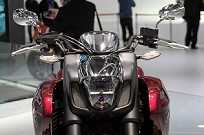A imponente Goldwing F6C no estande da Honda