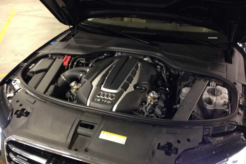 O motor 4.0 V8 turbo gera 435 cv