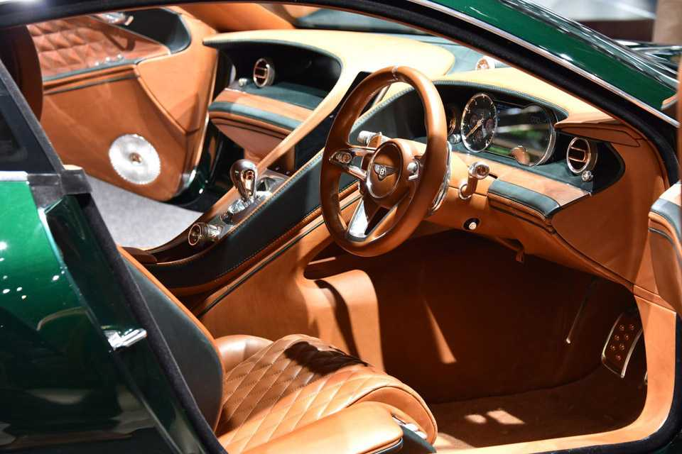 Luxuoso interior do Bentley EXP-10 Speed 6 Concept