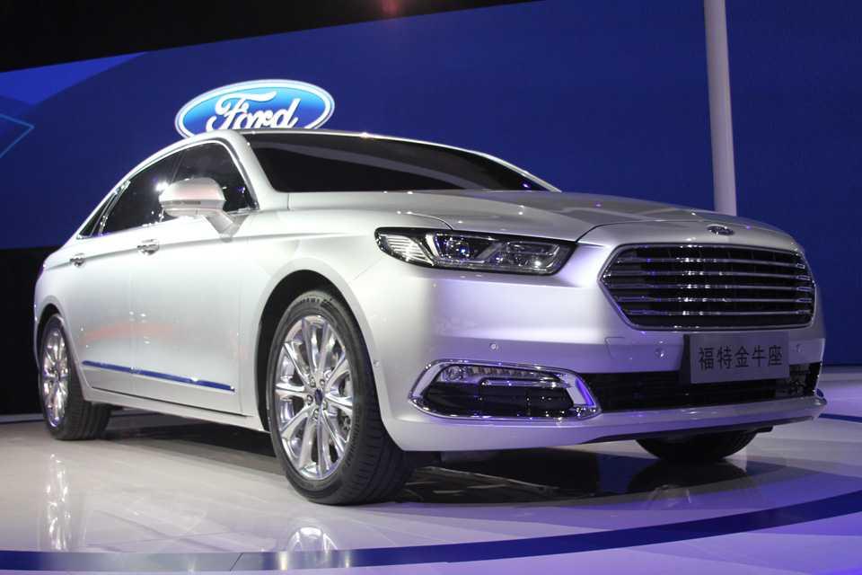 Ford Taurus 2016 no Salão de Xangai
