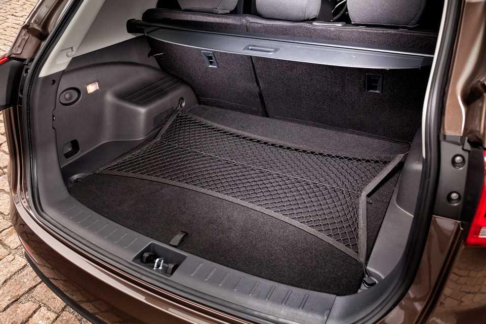 O porta-malas comporta 610 litros