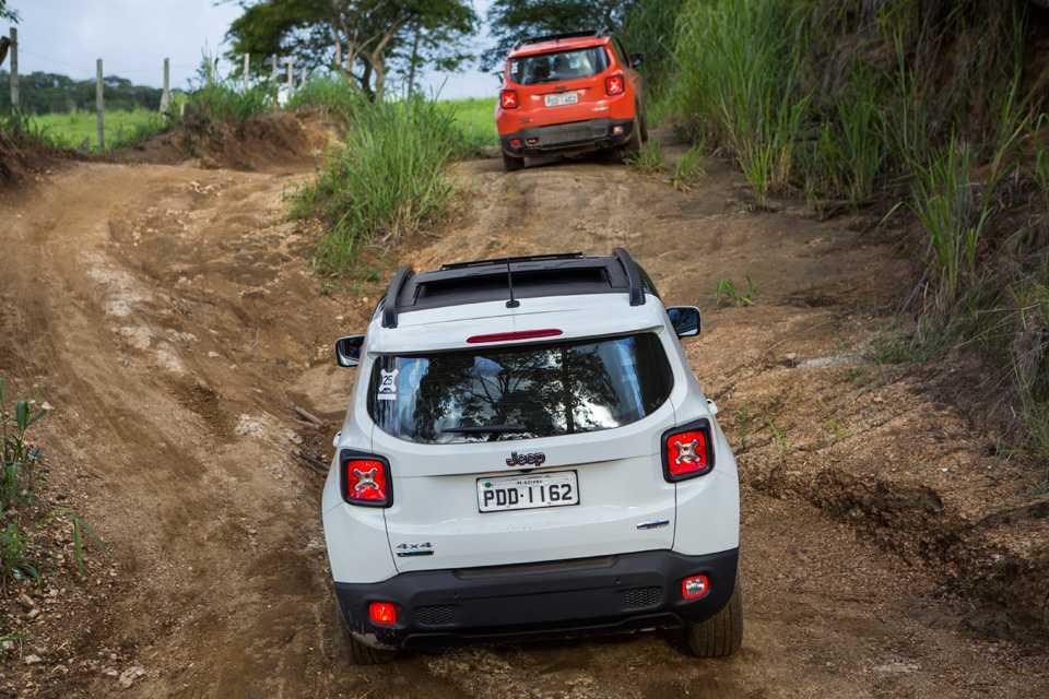 O Jeep Renegade passou fácil por erosões, poças de lama e pirambeiras