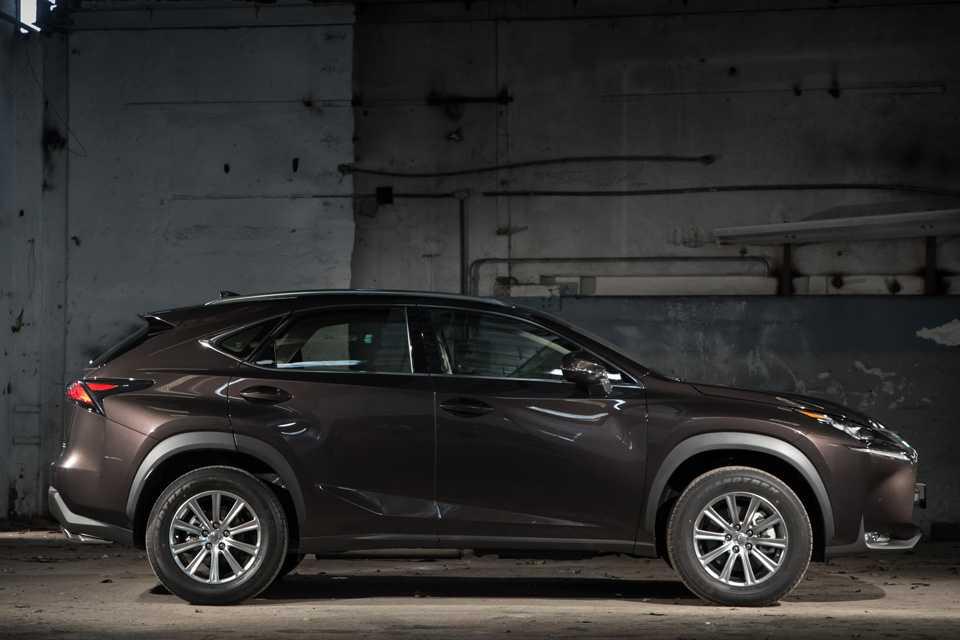 A marca de luxo da Toyota caprichou no visual do SUV