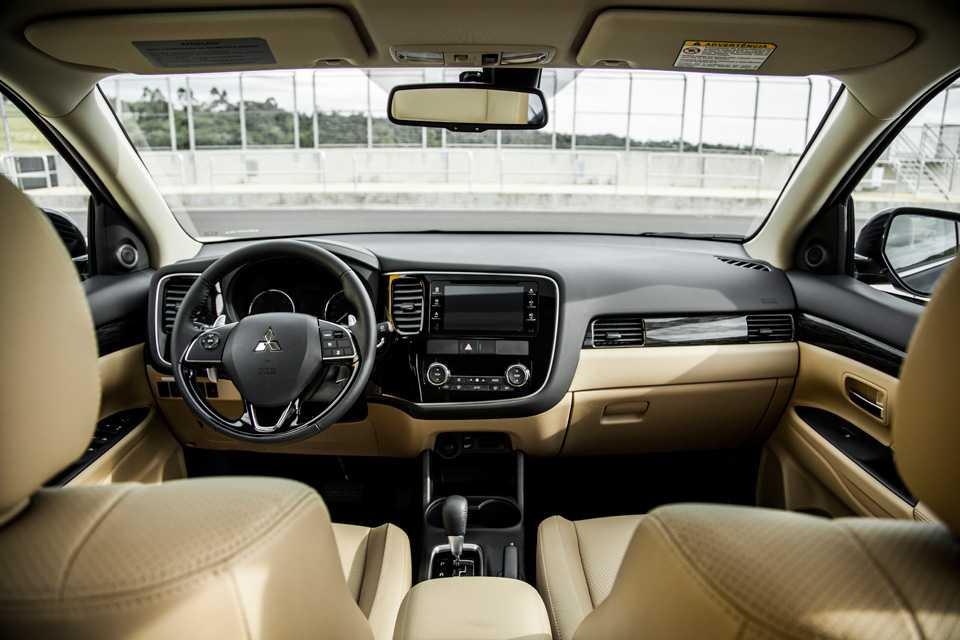Mesmo com motor a diesel, o New Outlander está mais silencioso do que nunca. As melhorias na acústica são dignas de elogios!