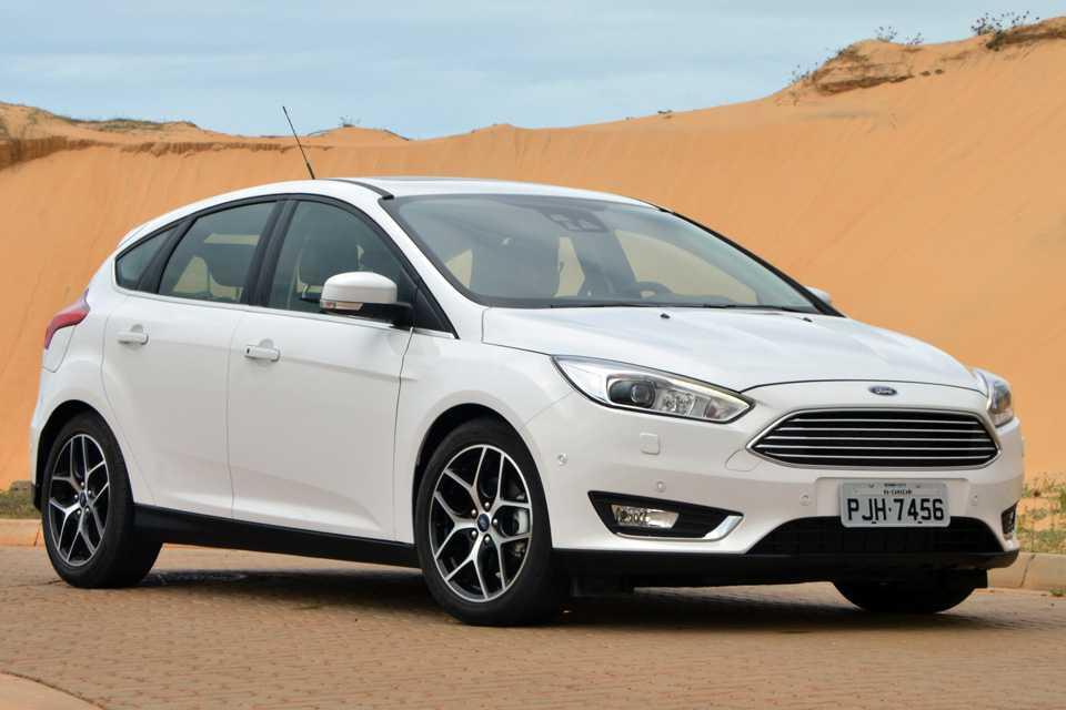 Novo Focus hatch 2016 mantém preço e engorda no recheio