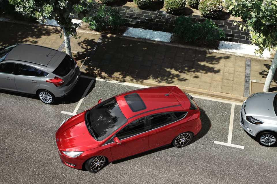 Há ainda o sistema de estacionamento automático de nova geração, para vagas paralelas e perpendiculares