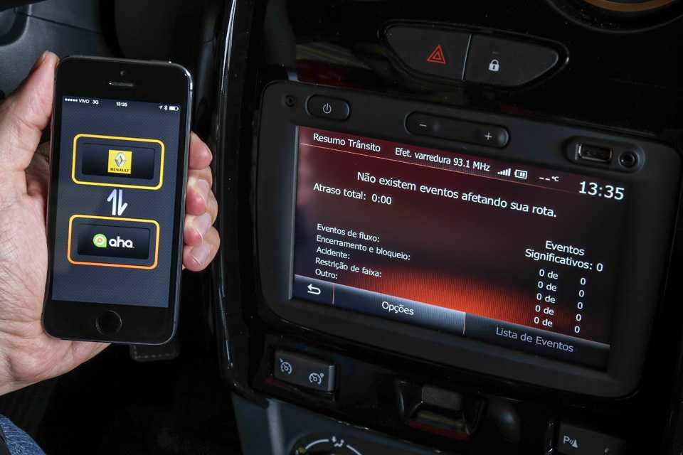 Outra novidade da central multimídia é  acesso as informações de trânsito em tempo real, com atualizações por meio da tecnologia TMC (Traffic Message Channel)