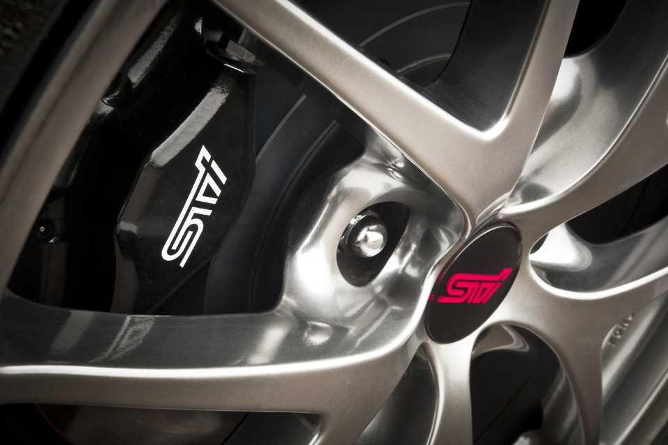 Marca STI reproduzida até nas pinças dos freios