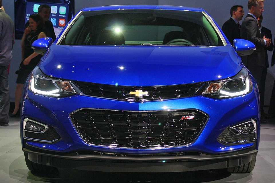 Novo Cruze manteve a grade dividida, marca da Chevrolet