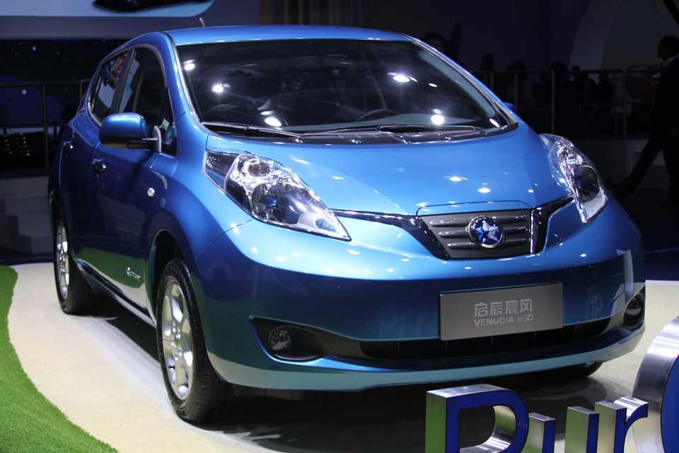 Versão do Leaf da Chinesa Venucia, mas esta cópia é válida pois a marca pertence à Nissan