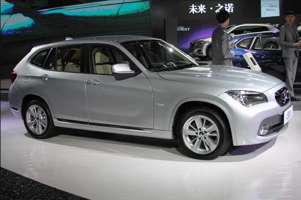 Encontramos até uma versão do BMW Série 1 feita pela chinesa Zinoro