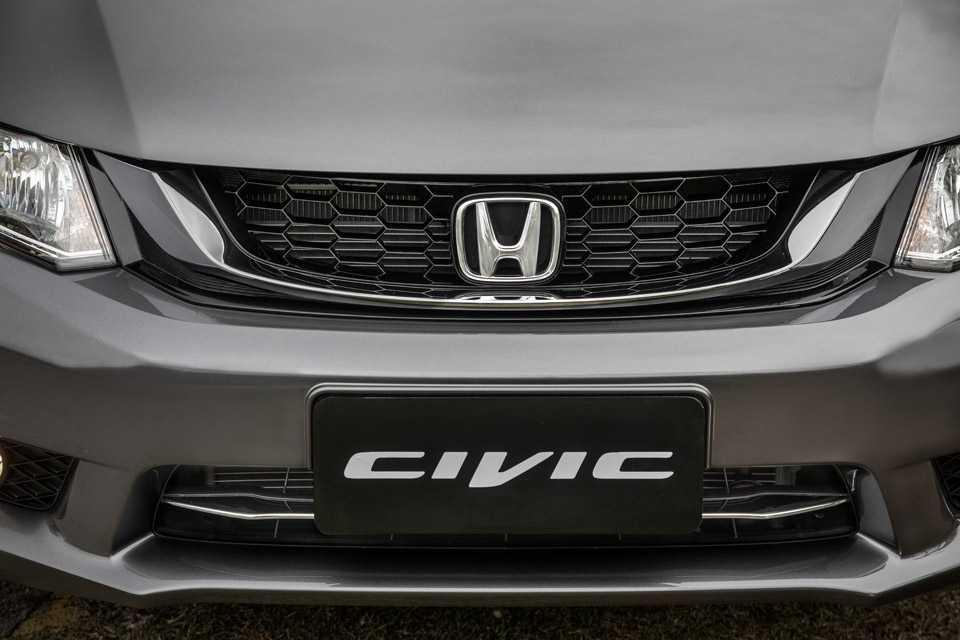O modelo top de linha incorporou mudanças no exterior e interior do veículo recebidas pela versão LXR na linha 2015