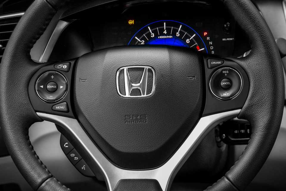 Comandos no volante do Honda Civic 2016