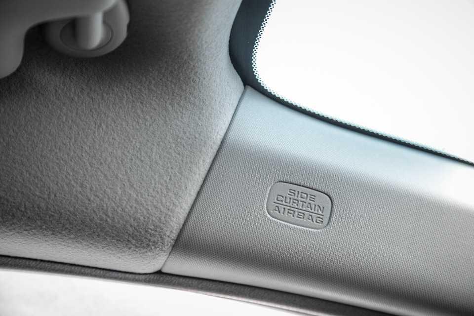A versão EXR ainda agrega airbags laterais e de cortina