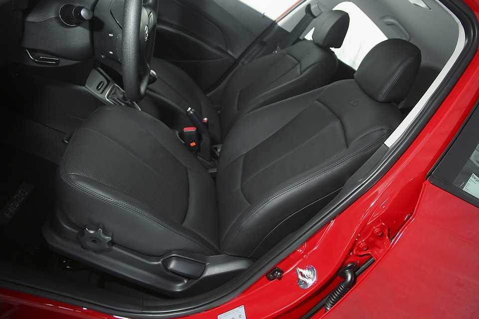 Hyundai HB20 com kit de 35 anos da CAOA