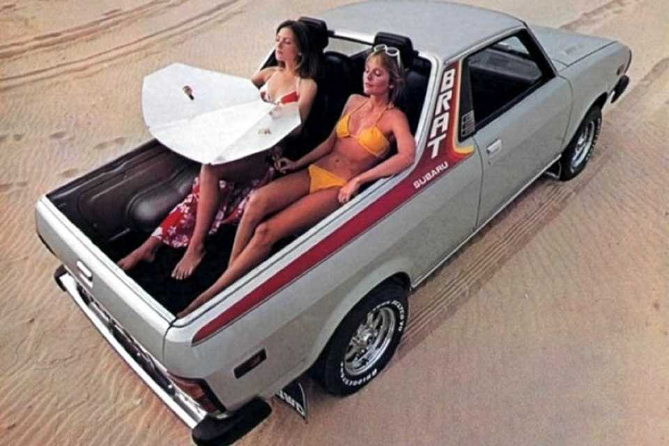 A picape Subaru BRAT e seus bancos na caçamba: parecia uma boa ideia mas...