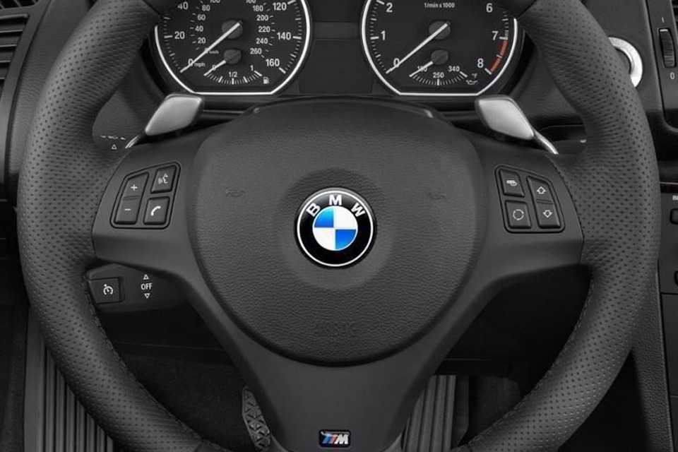 Borboletas de troca de marcha da BMW tinha um funcionamento diferente do que vemos na Fórmula 1. Não pegou