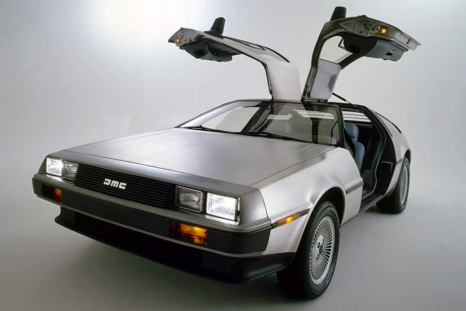 O DeLorean e sua carroceria de aço inox: inviável