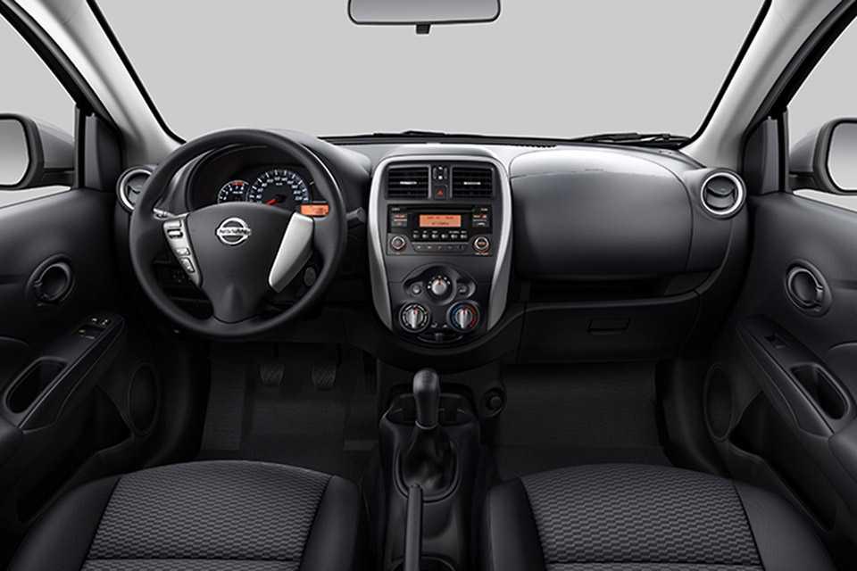 Interior do Nissan Versa feito no Brasil