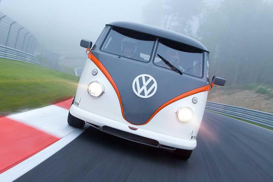 Com motor de Porsche, a Kombi chega a 230 km/h de velocidade máxima