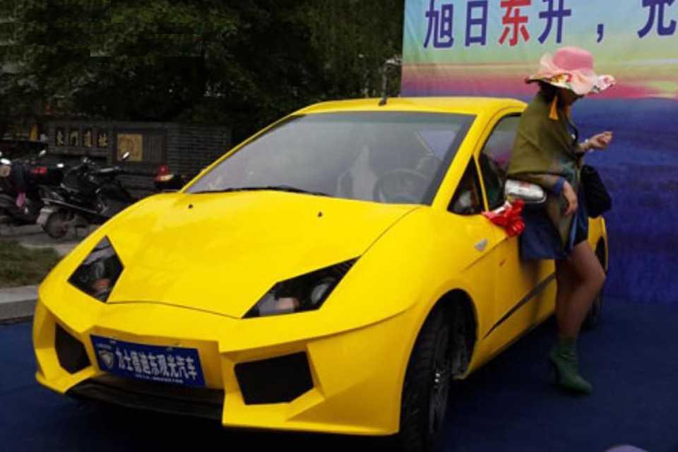 O urbano chinês tem um motor elétrico de 72V e sua velocidade máxima é de 80 km/h