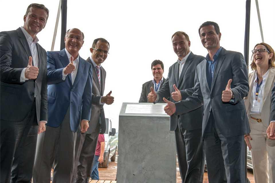 Cerimônia de inauguração da fábrica de automóveis da Mercedes-Benz em Iracemápolis