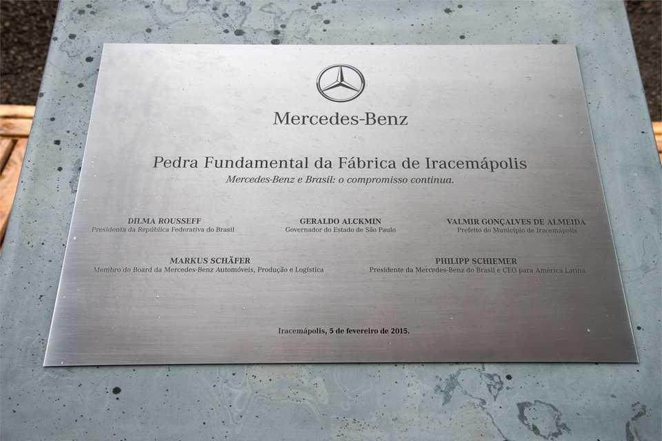 Pedra fundamental da fábrica da Mercedes-Benz em Iracemápolis, SP