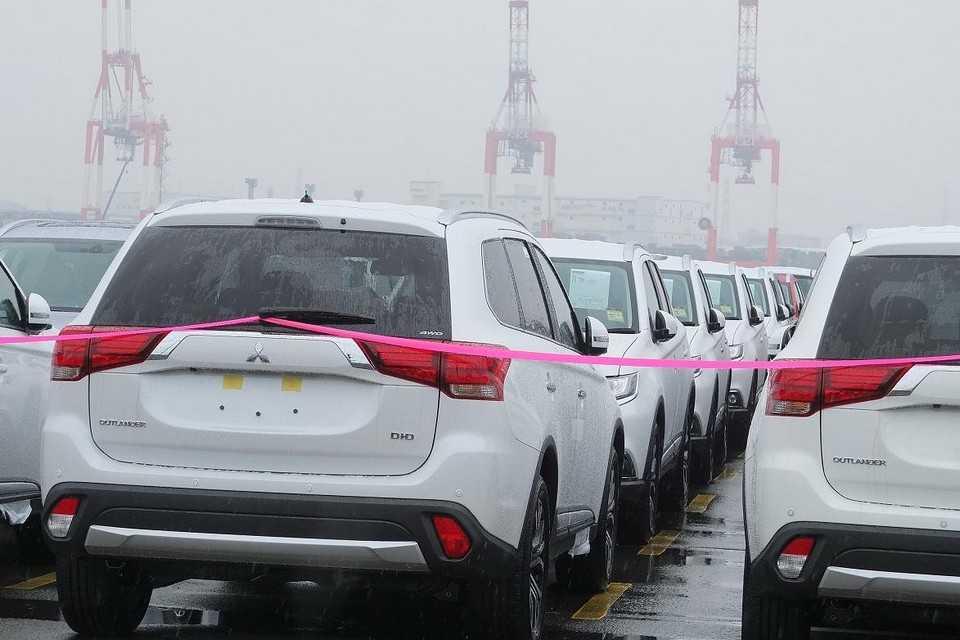 Flagra do Mitsubishi Outlander 2016 no Japão