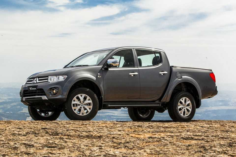 Mitsubishi L200 Triton HLS Chrome Edition