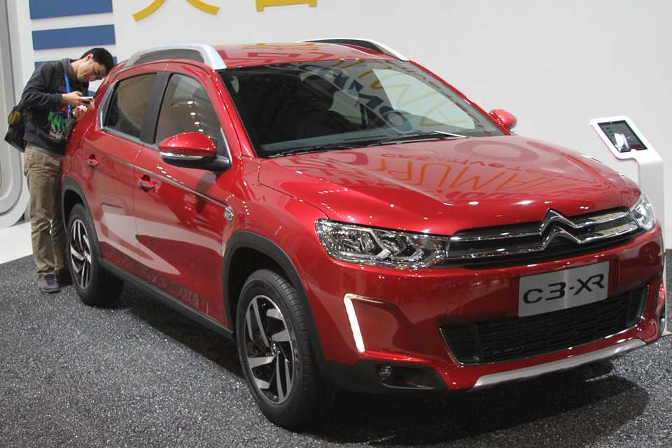 O que será que este chinês mede tanto no Citroën C3-XR?