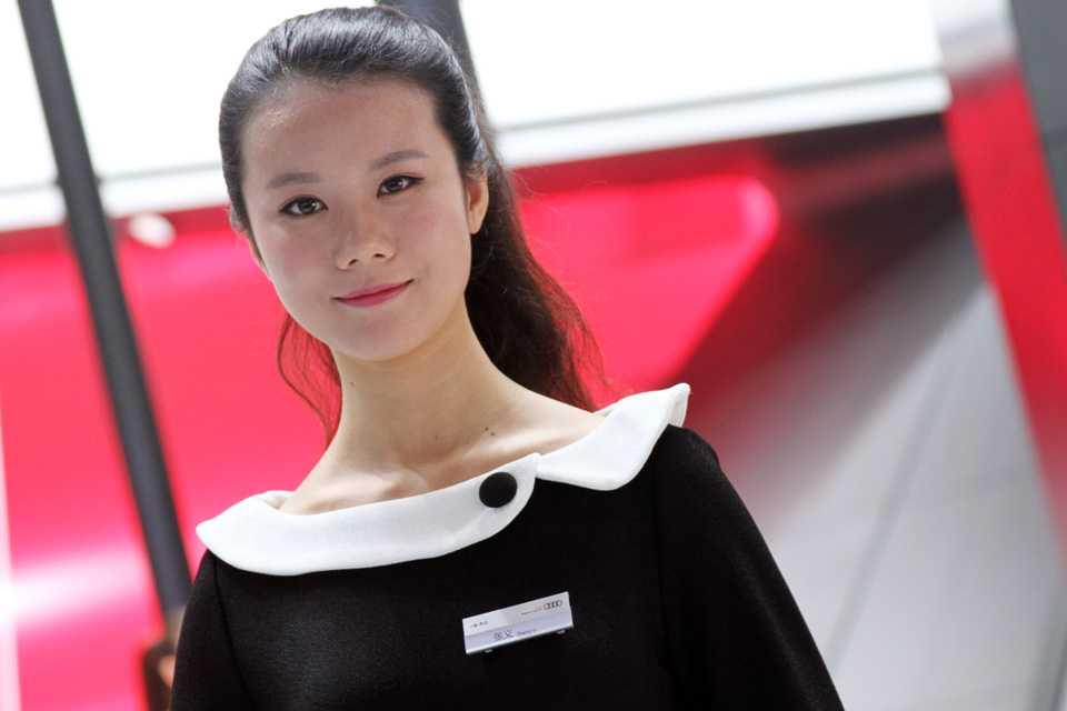 Modelo chinesa no estande da Audi