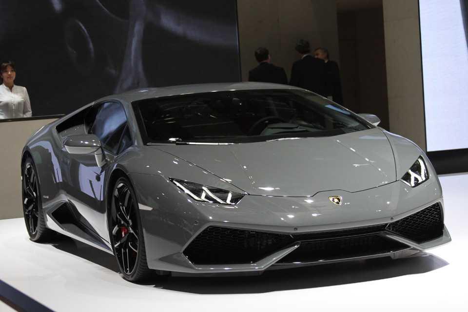 Lamborghini Huracán de 610 cv também arrancou suspiros do público que visitou o salão