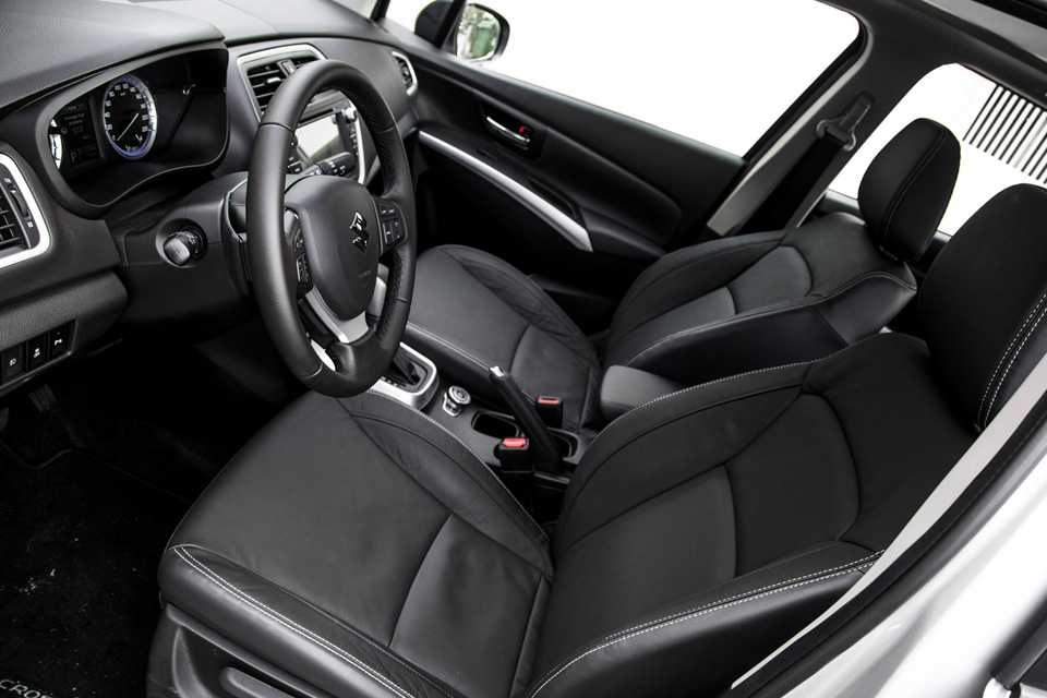 Bancos de couro são de fábrica para não danificar airbags