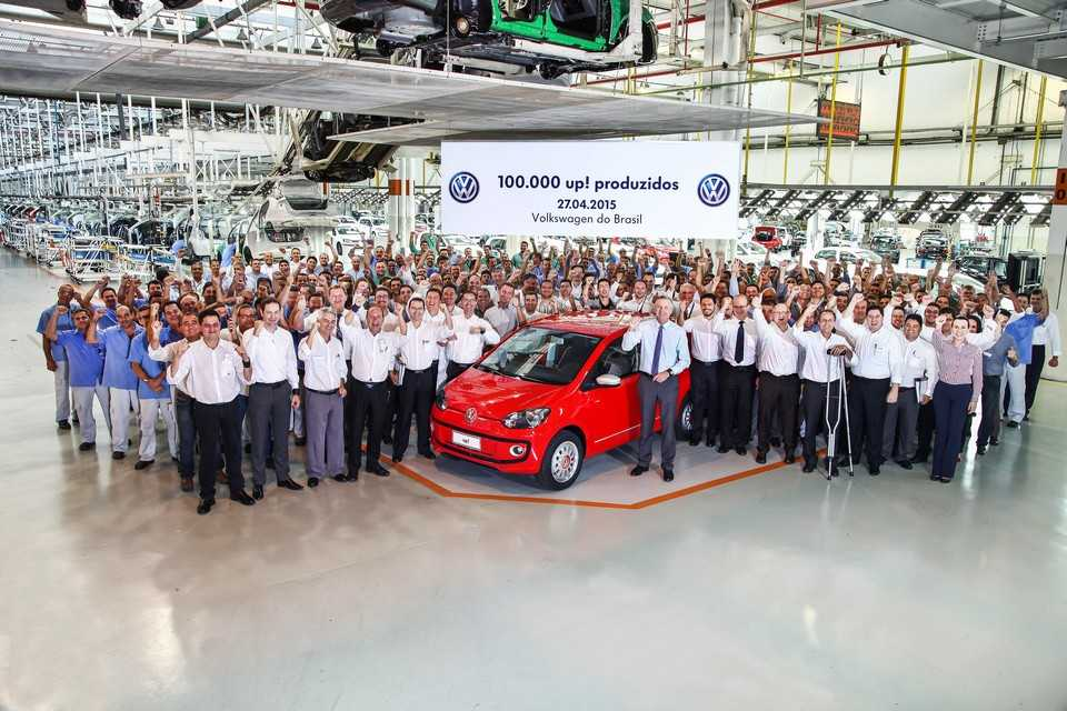 Volkswagen up! número 100 mil na na fábrica de Taubaté (SP)