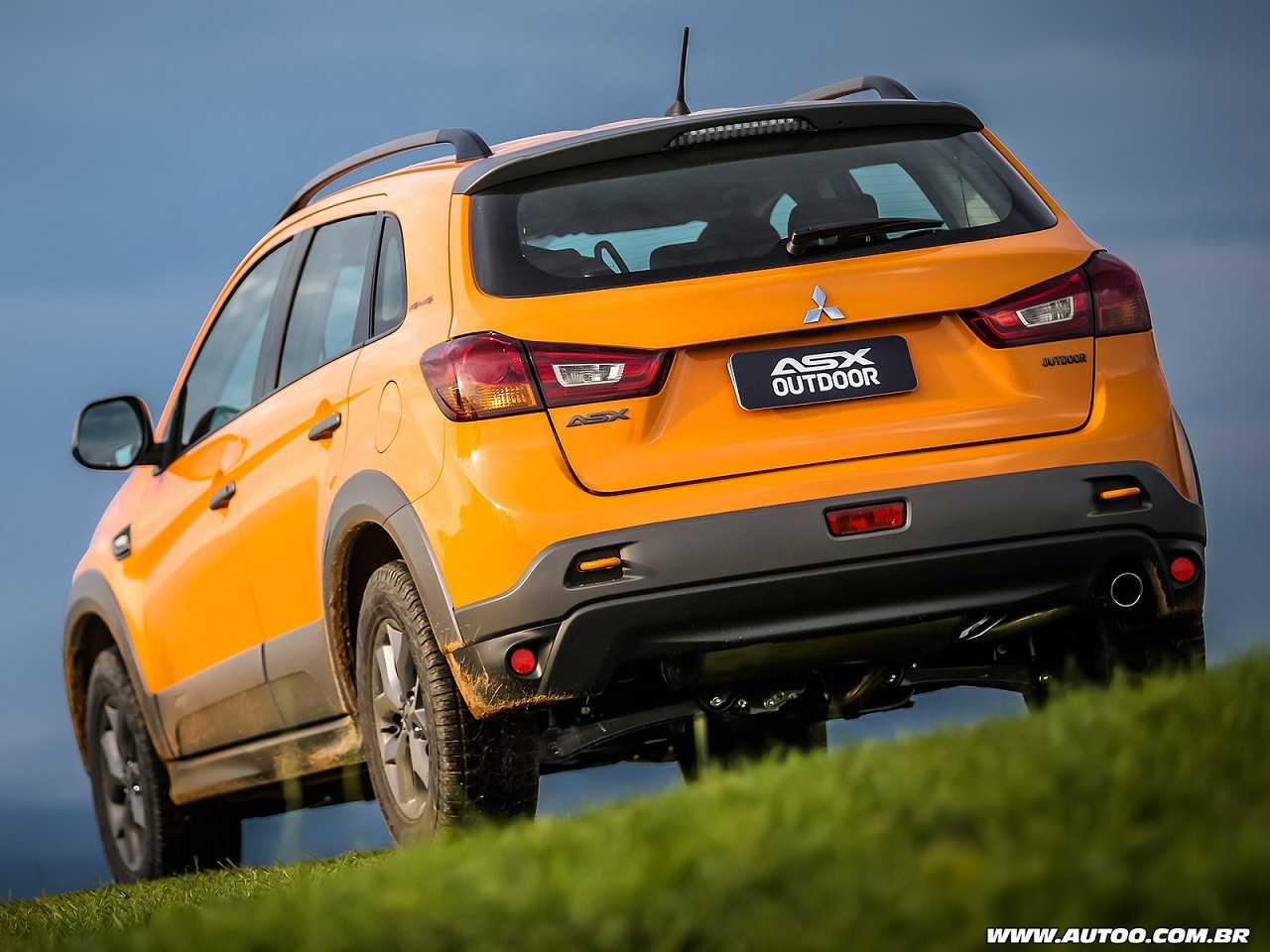 MitsubishiASX 2015 - ângulo traseiro