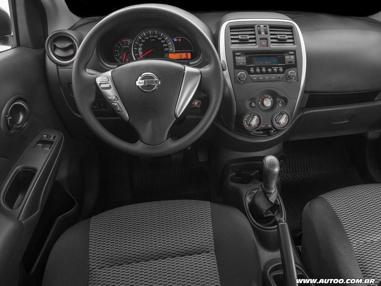 NissanVersa 2015 - painel